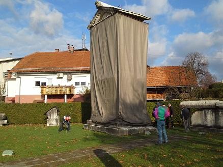 Pokriti spomenik družine Spectatijev