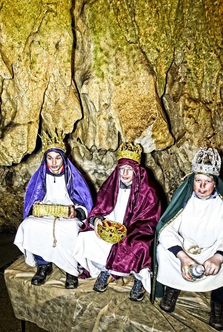 Sveti trije kralji jaslice v jami Pekel