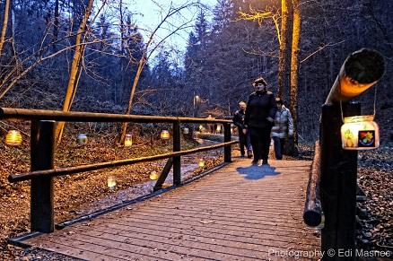 romantičen sprehod do jame v času božiča