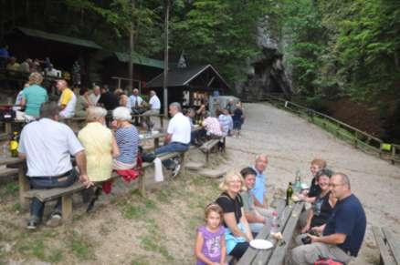 piknik prostor pred jamo Pekel